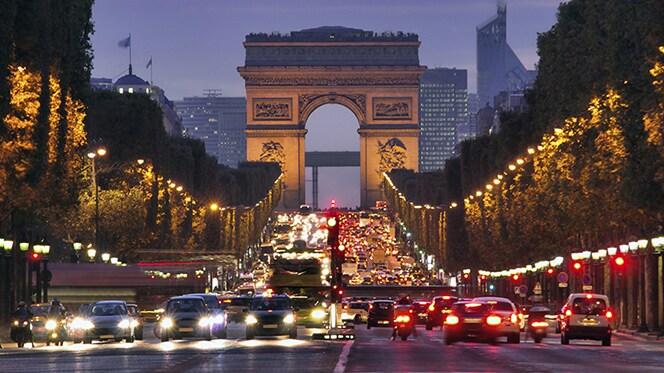 Travel at night in Paris