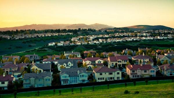 Casas idénticas en las colinas de San Ramón, California