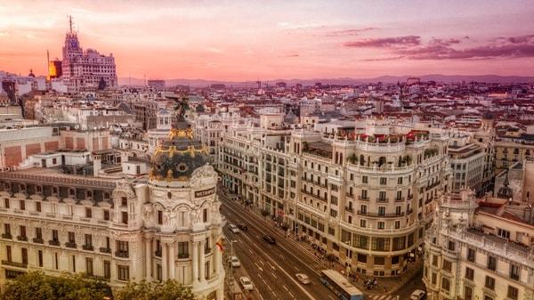 Gran Vía en Madrid representando la cultura de España