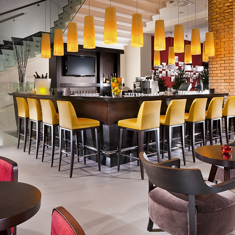 Bar del hotel Courtyard  Marriott Budapest City Center