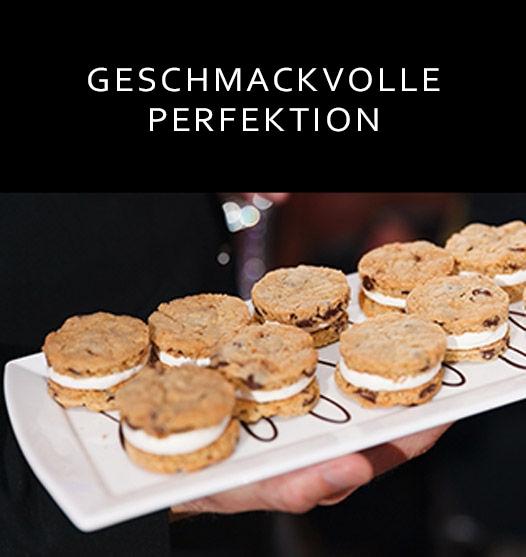 Kleine Platte mit französischen Macarons/Link zum JW Marriott® Essex House New York