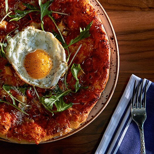 Image d'une pizza au JW Marriott Minneapolis Mall of America | Lien vers le JW Marriott MOA