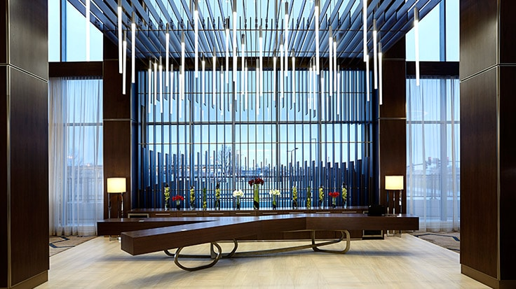 Lobbybereich im JW Marriott Minneapolis Mall of America/Link zur Website des Hotels