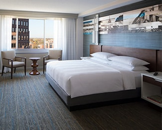 Atlanta Marriott Marquis Accent Wall And Bed In Kansas City Marriott Country Club Plaza Guest Room Link To