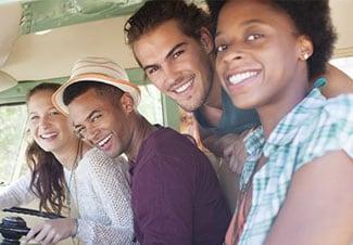 Проводите хорошо время в групповой поездке.