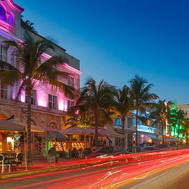 South Beach nightlife and outdoor restaurants