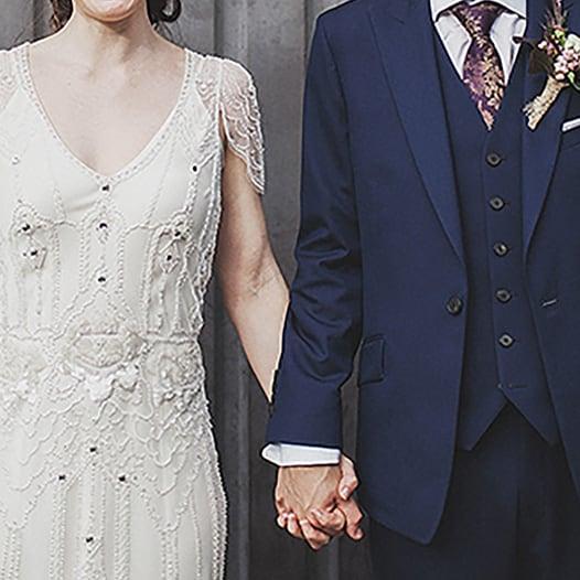 Primo piano della sposa e dello sposo