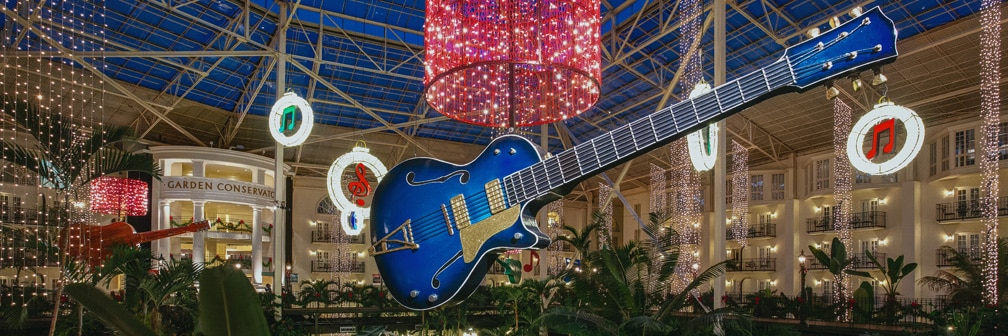 gaylord opryland atirum decorated for christmas