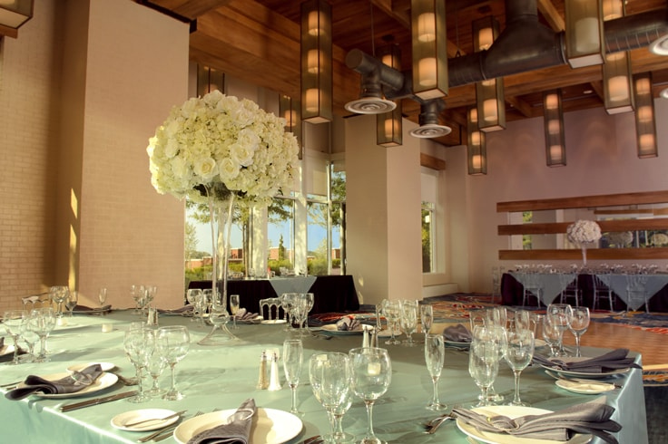 banquet setting - silverware, glassware and center piece