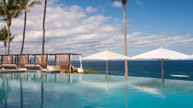 Infinity pool overlooking ocean, Wailea Beach Resort