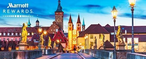 Horizonte de la ciudad al atardecer. Baviera, Alemania