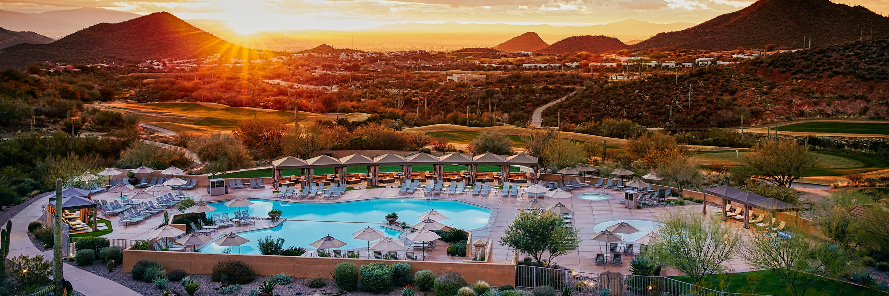 Vista dall' alto del JW Marriott Tucson Starr Pass Resort & Spa al tramonto