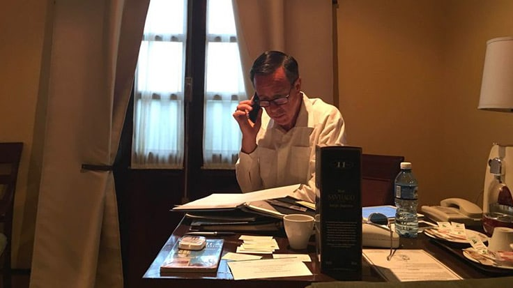 Arne Sorenson working at his desk