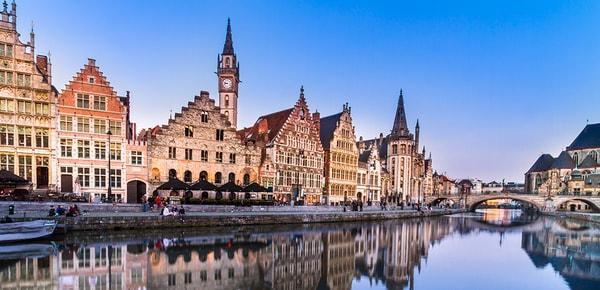 Bâtiments médiévaux sur le Lys à Gand, Belgique