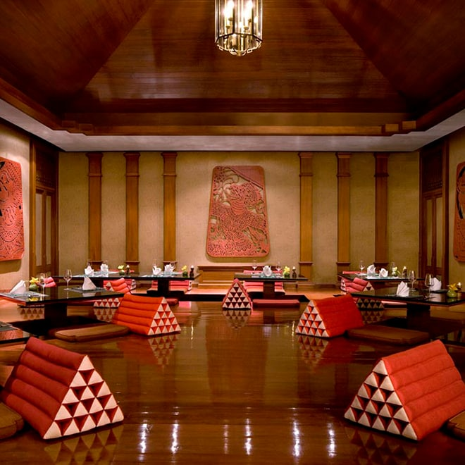 Round tables with Asian-influenced dining setup