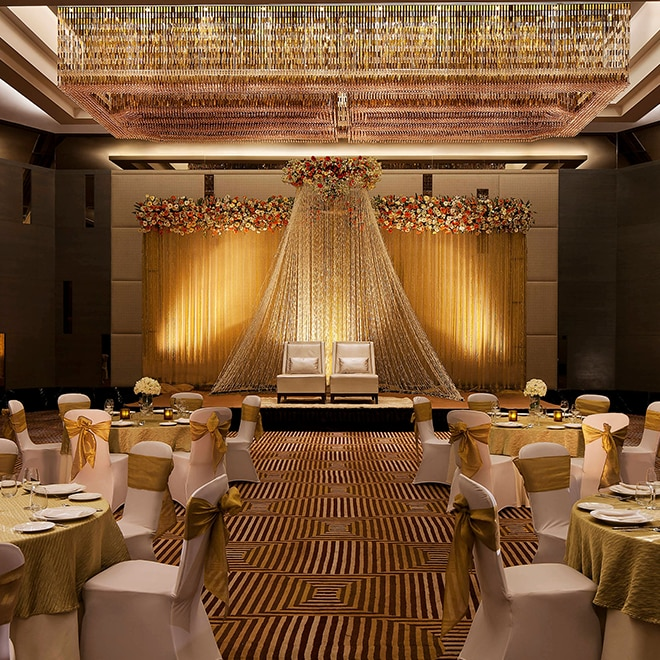 Hotel wedding venues marriott meetings events round dining tables with two seats for the couple on a stage junglespirit Image collections