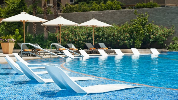 Lounge chairs at edge of pool