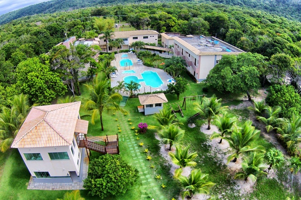 Overhead view of the Ilhéus North Hotel and the surrounding forest