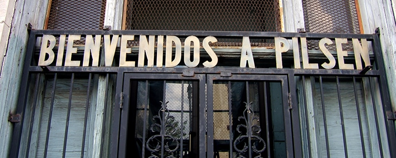 Chicago's trendy neighborhood walk, Bienvenidos a Pilsen.