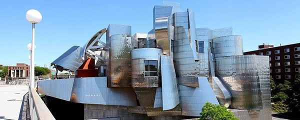 Full view of the Weisman Art Museum designed by Frank Gehry in Minneapolis on a sunny day.