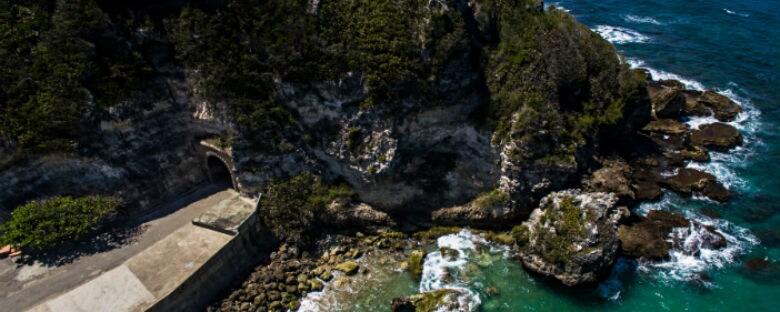 El místico bosque de Guajataca, con aguas de diferentes colores, cuevas escondidas y playas ocultas