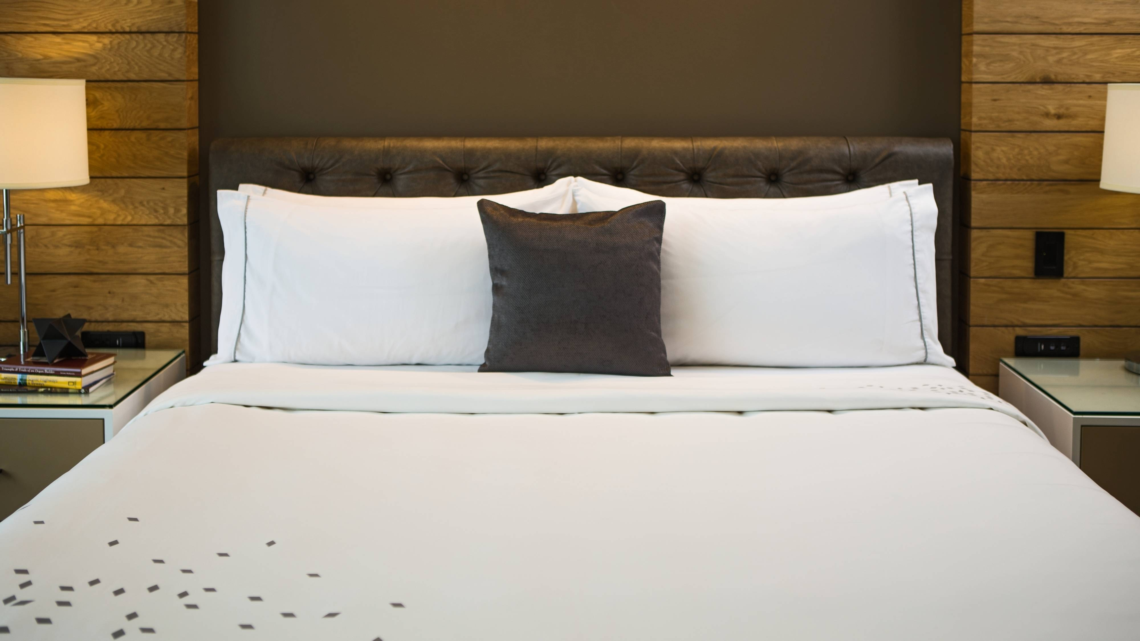 Guest Room - King Bed