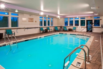 Hotel with Pool in Easton