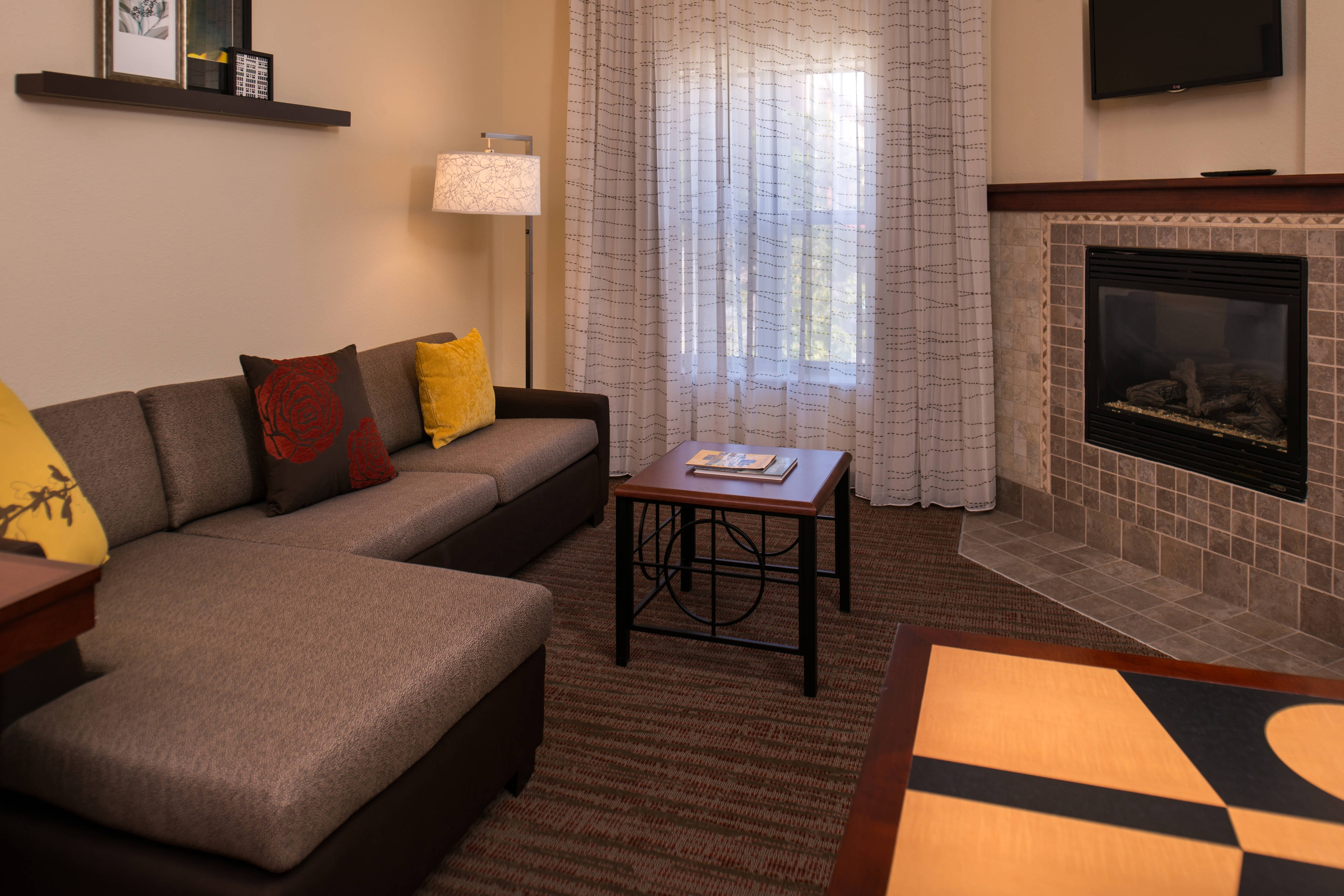 One-Bedroom Fireplace Suite - Living Area