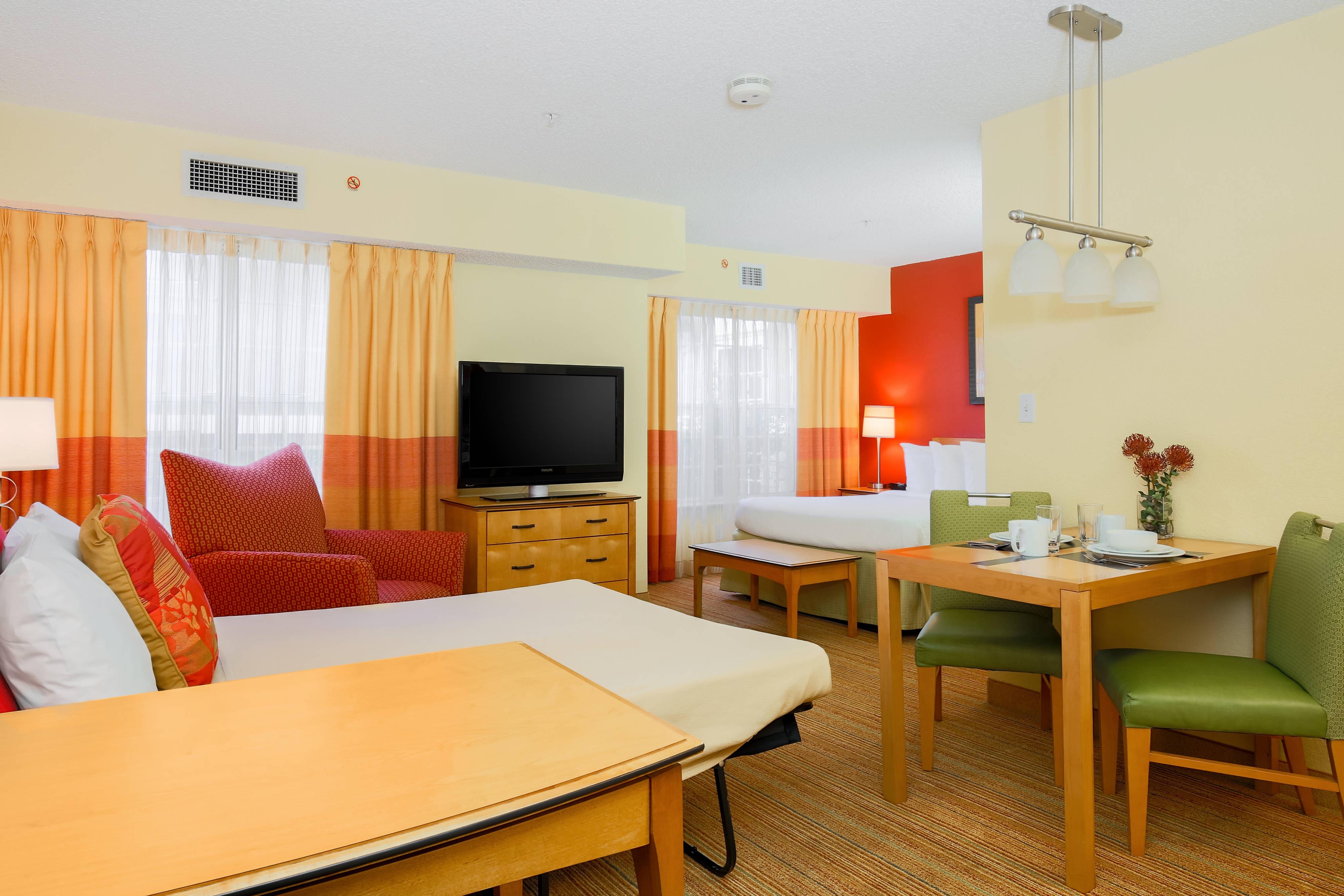 Studio Queen Suite - Sofa Bed