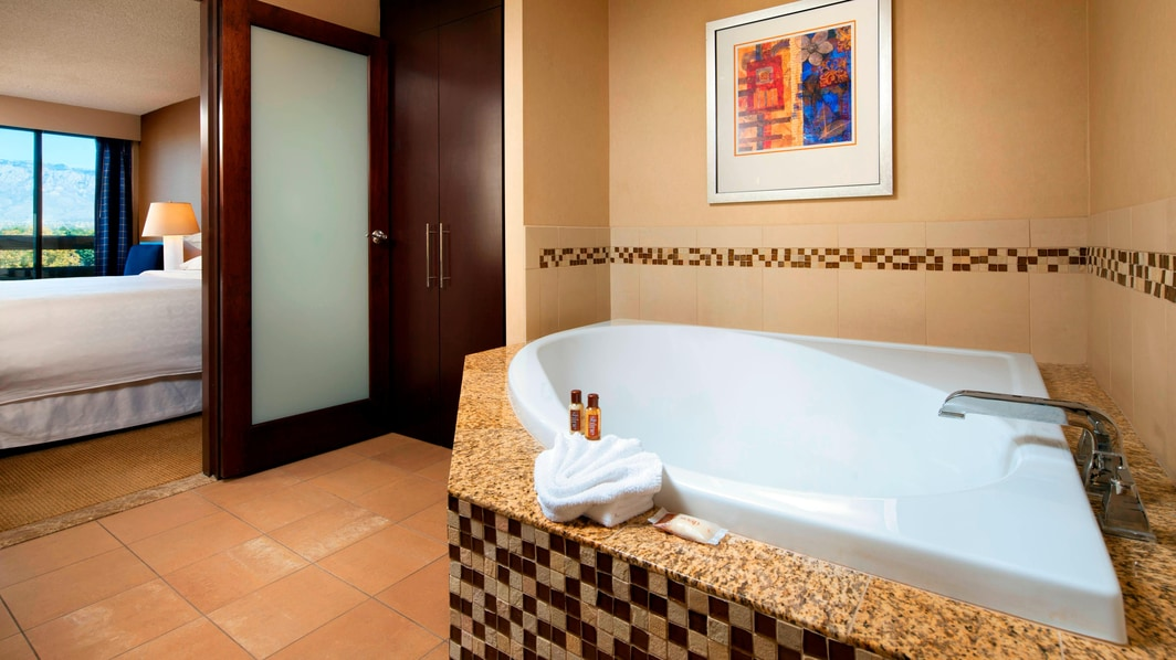 Jacuzzi Suite - Bathroom