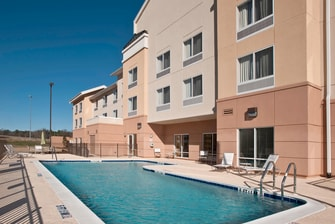 Outdoor Pool – Albany Fairfield Inn