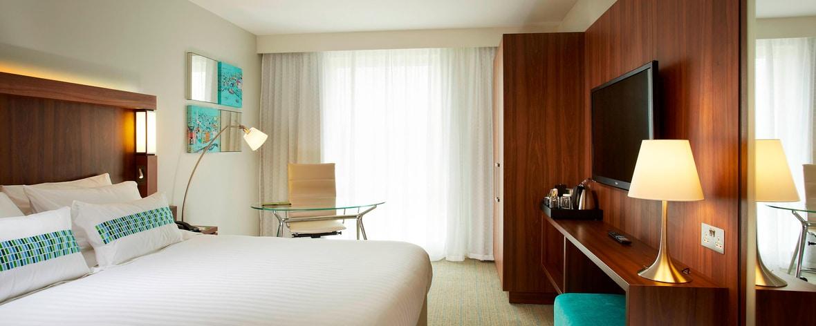Zimmer mit Kingsize-Bett
