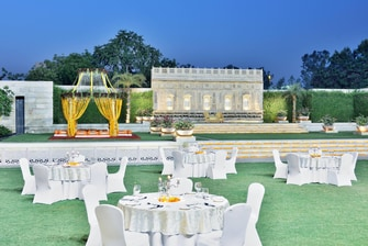 Agra hotel outdoor wedding venue