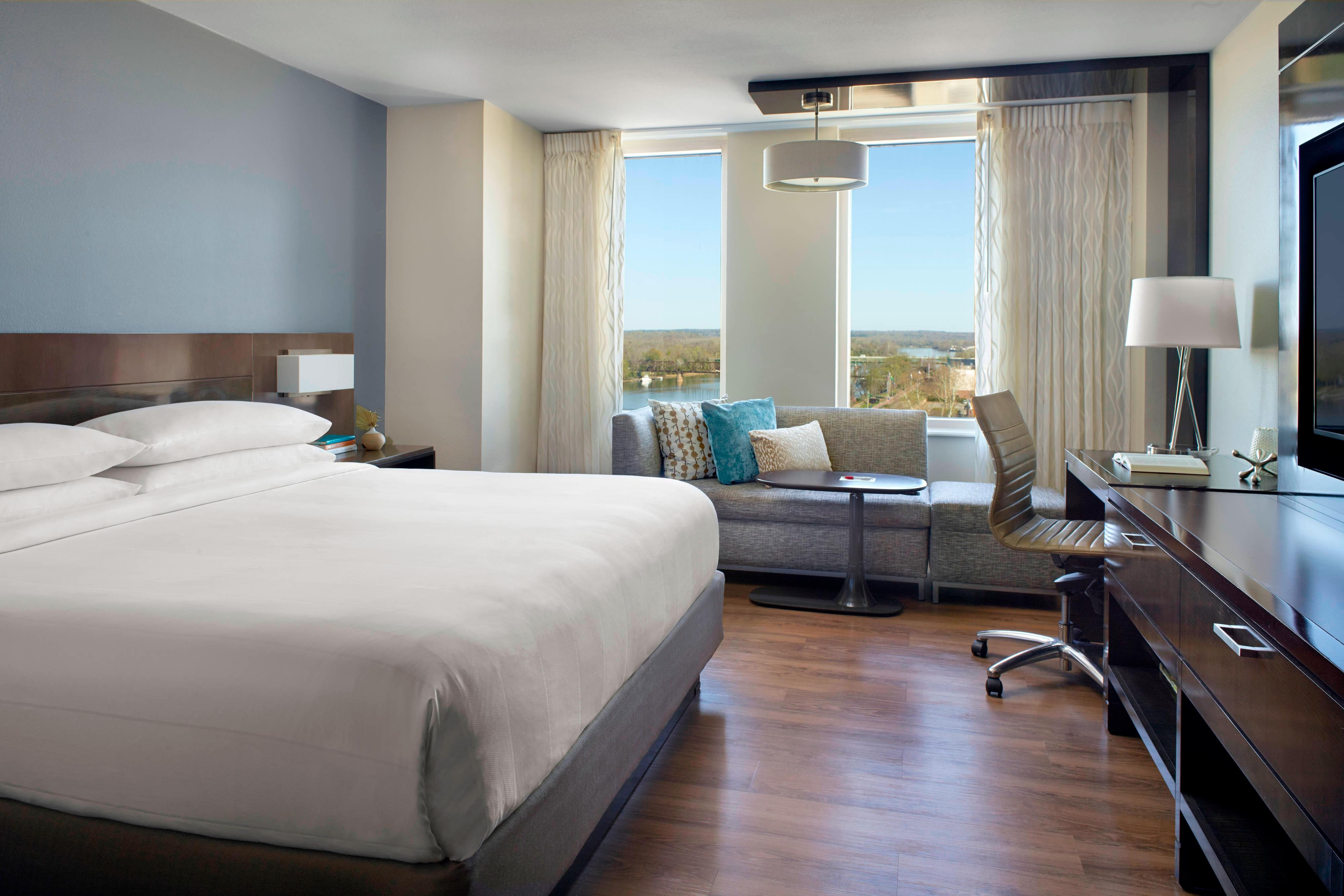 King Guest Room - Main Tower