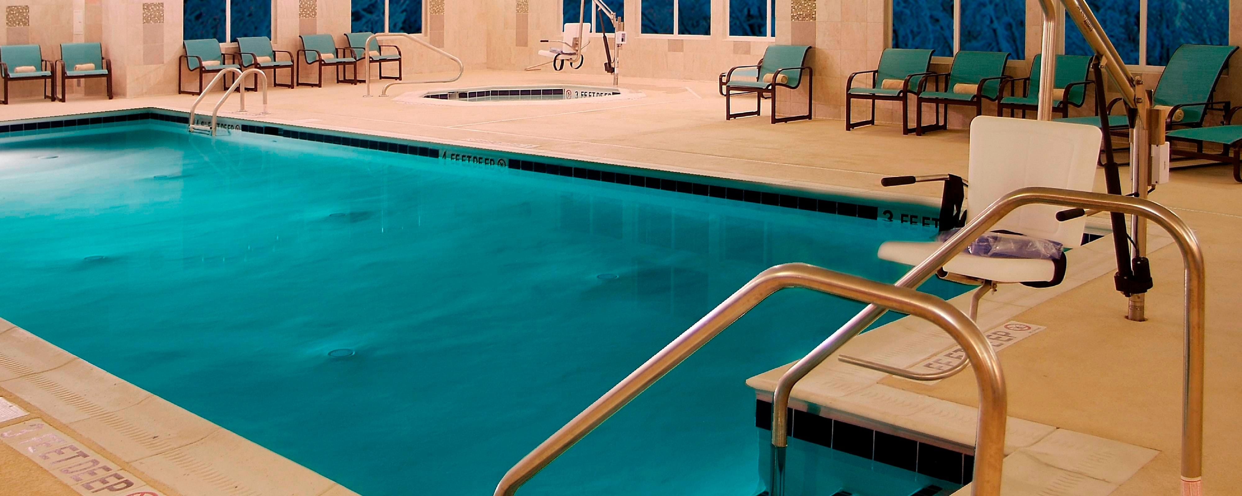 Pool und Fitness Center im Residence Inn Albany