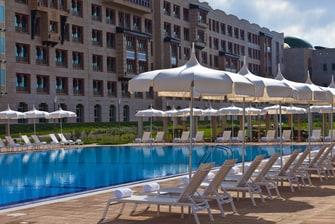 حمام سباحة فندق رينيسانس تلمسان