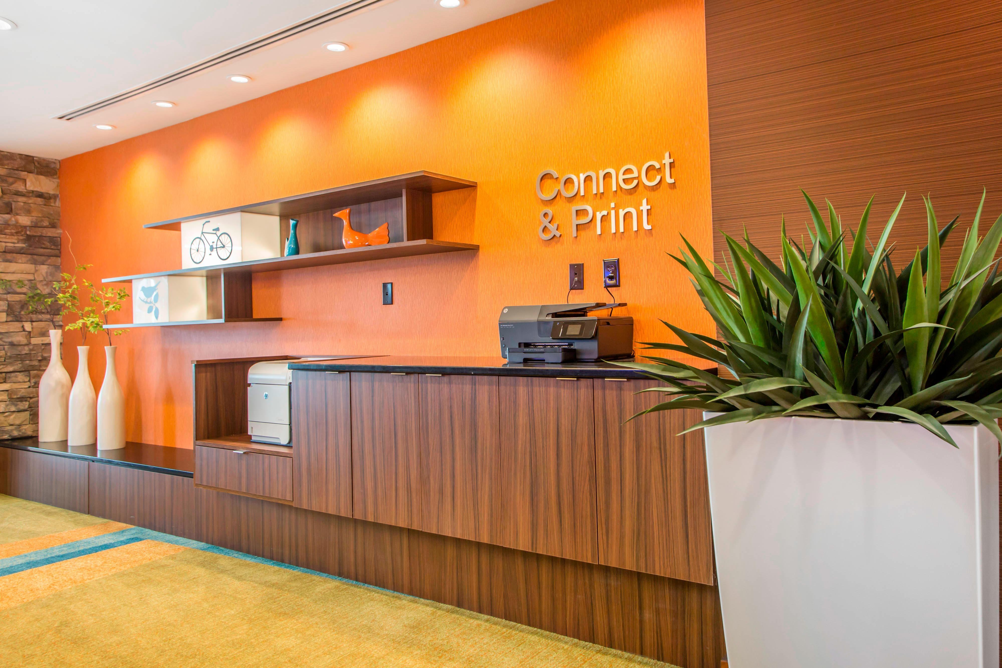Fairfield Inn & Suites Business Center