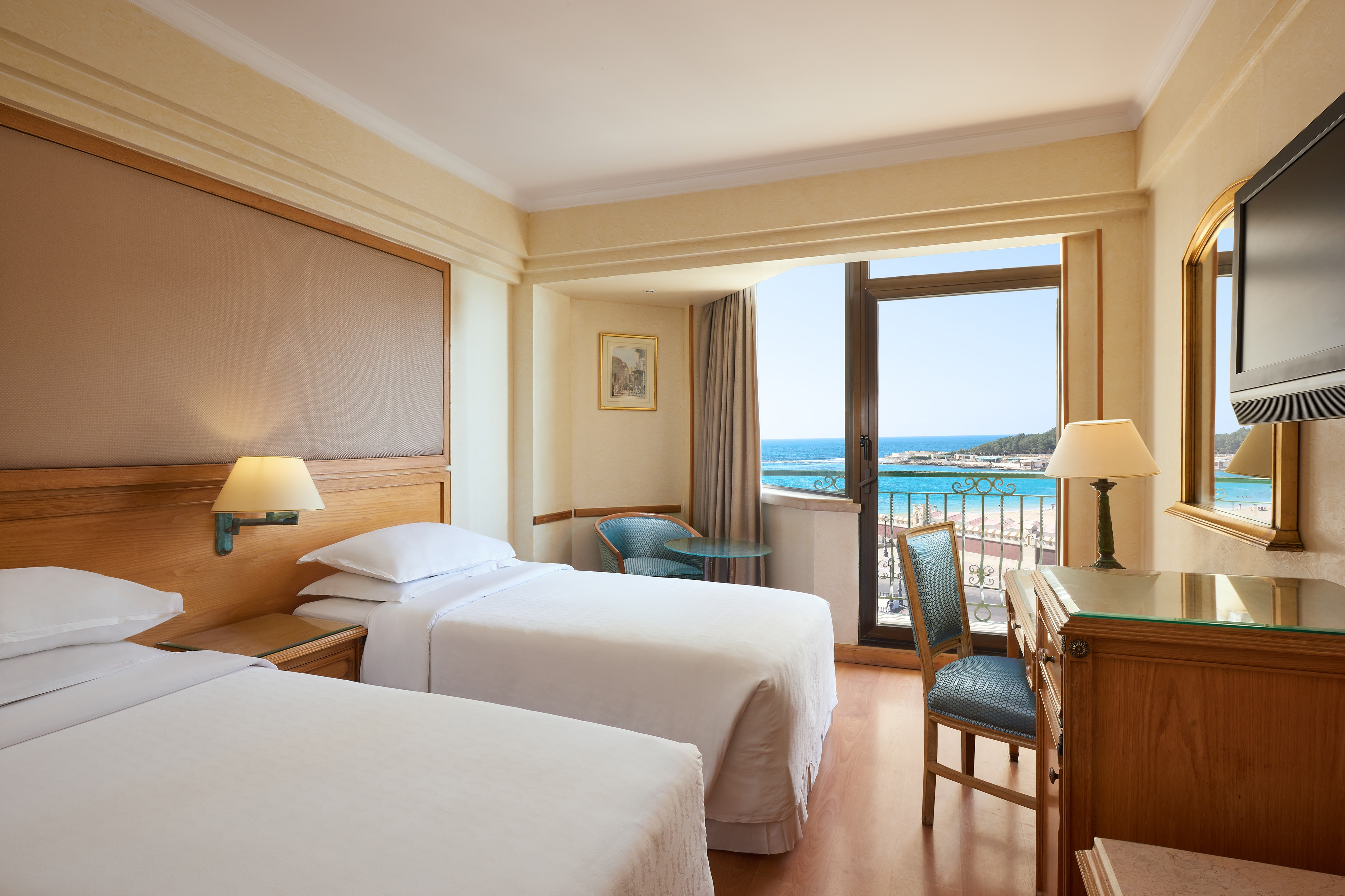 Twin Sea & Gardens View Classic Guest Room