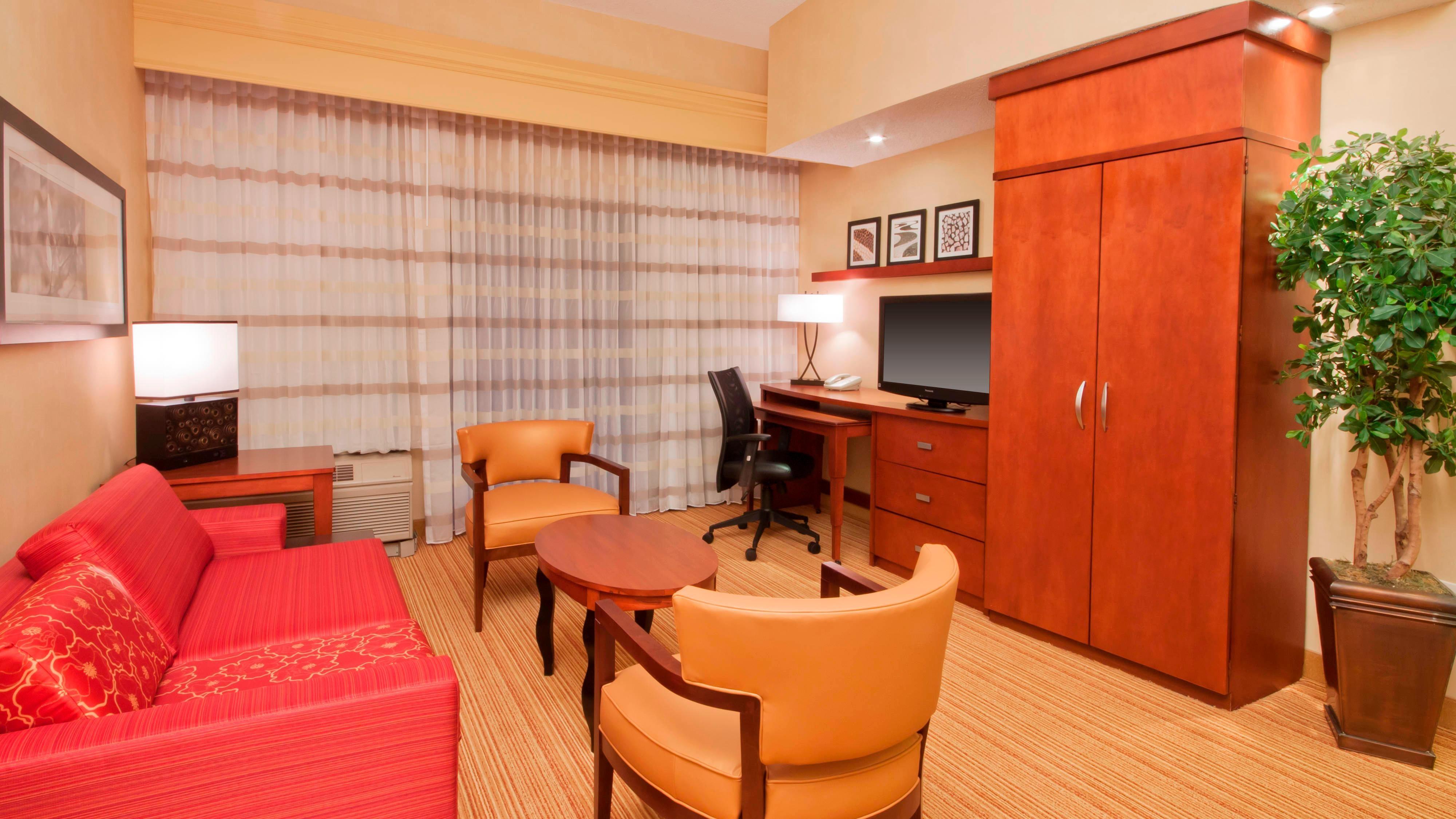 Sala de estar de la suite del hotel en Amarillo