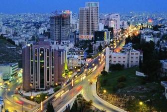 إطلالة على عمان
