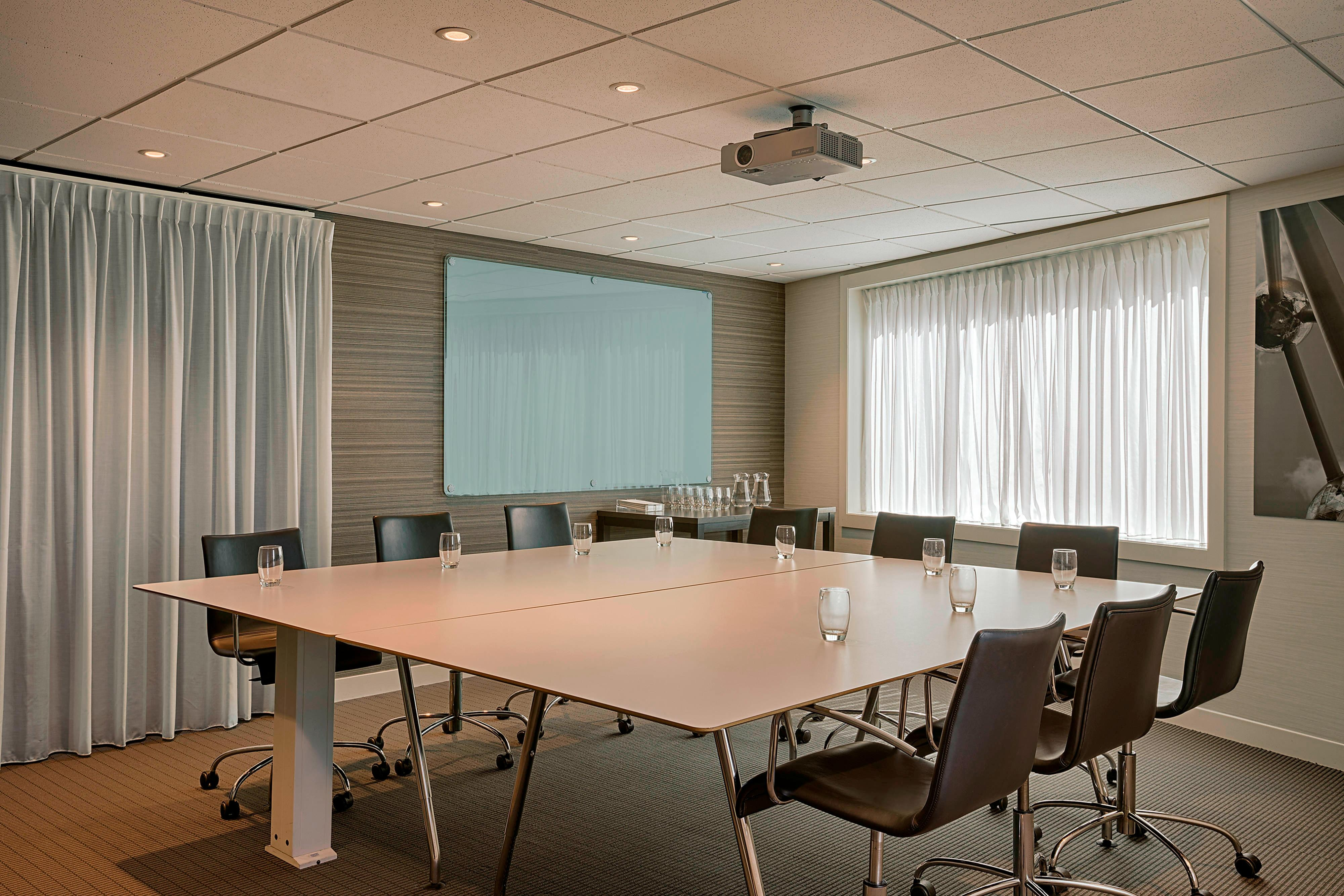 Brussels Fixed Boardroom