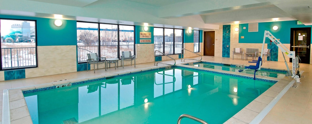 Piscina cubierta del TownePlace Suites Anchorage Midtown