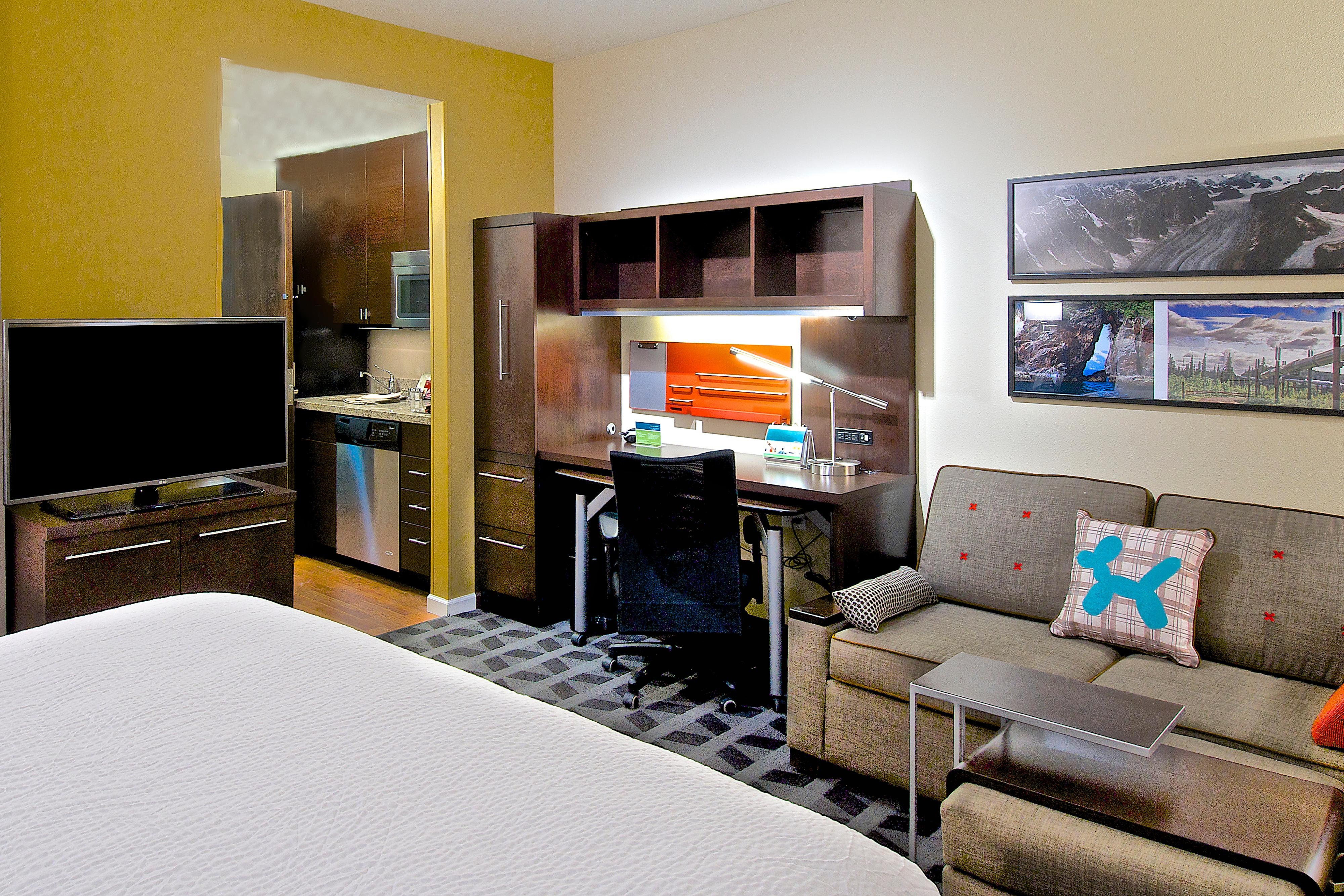 Guest Rooms Midtown Anchorage Hotel Suites