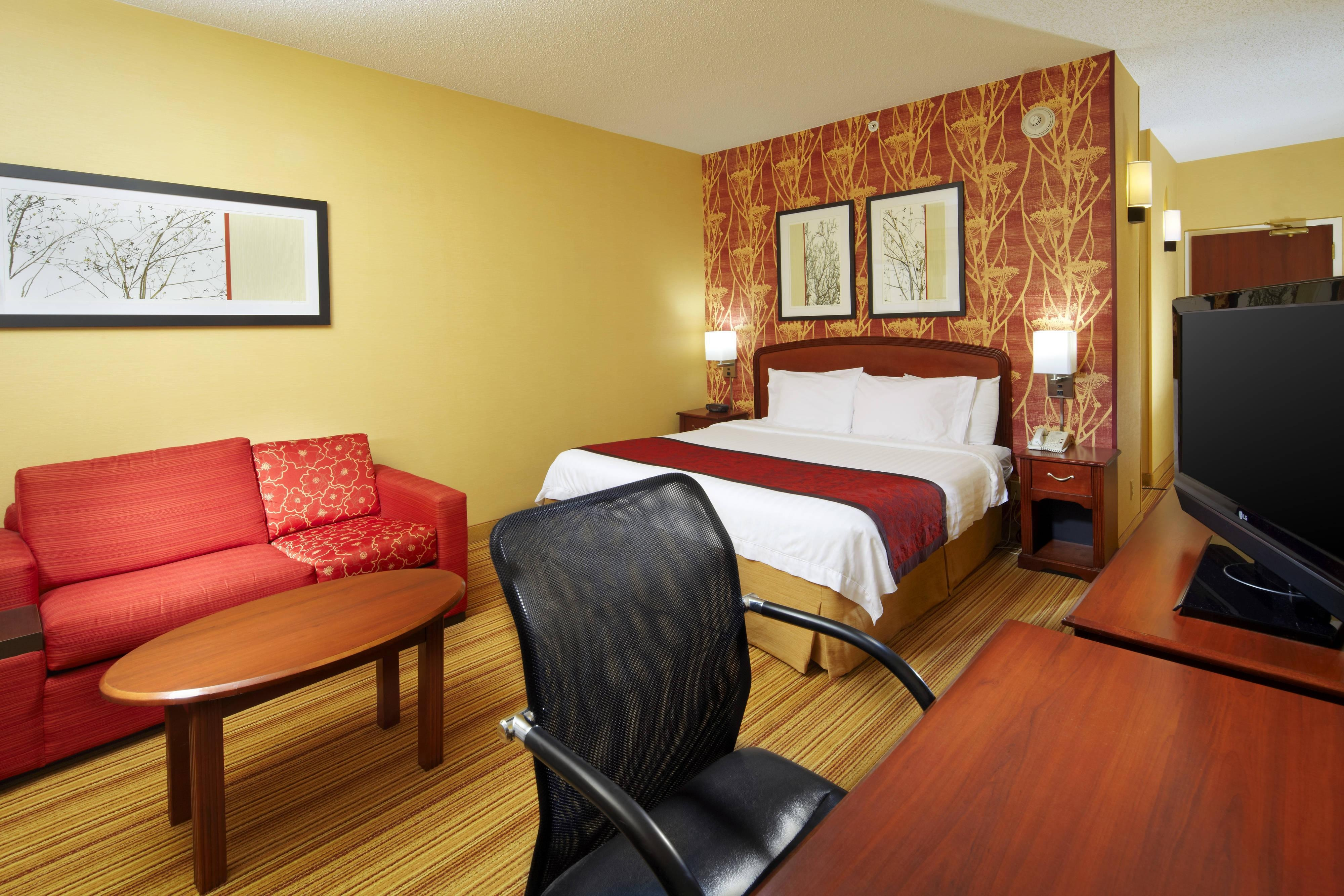 Courtyard By Marriott Altoona Hotel Room Amenities And