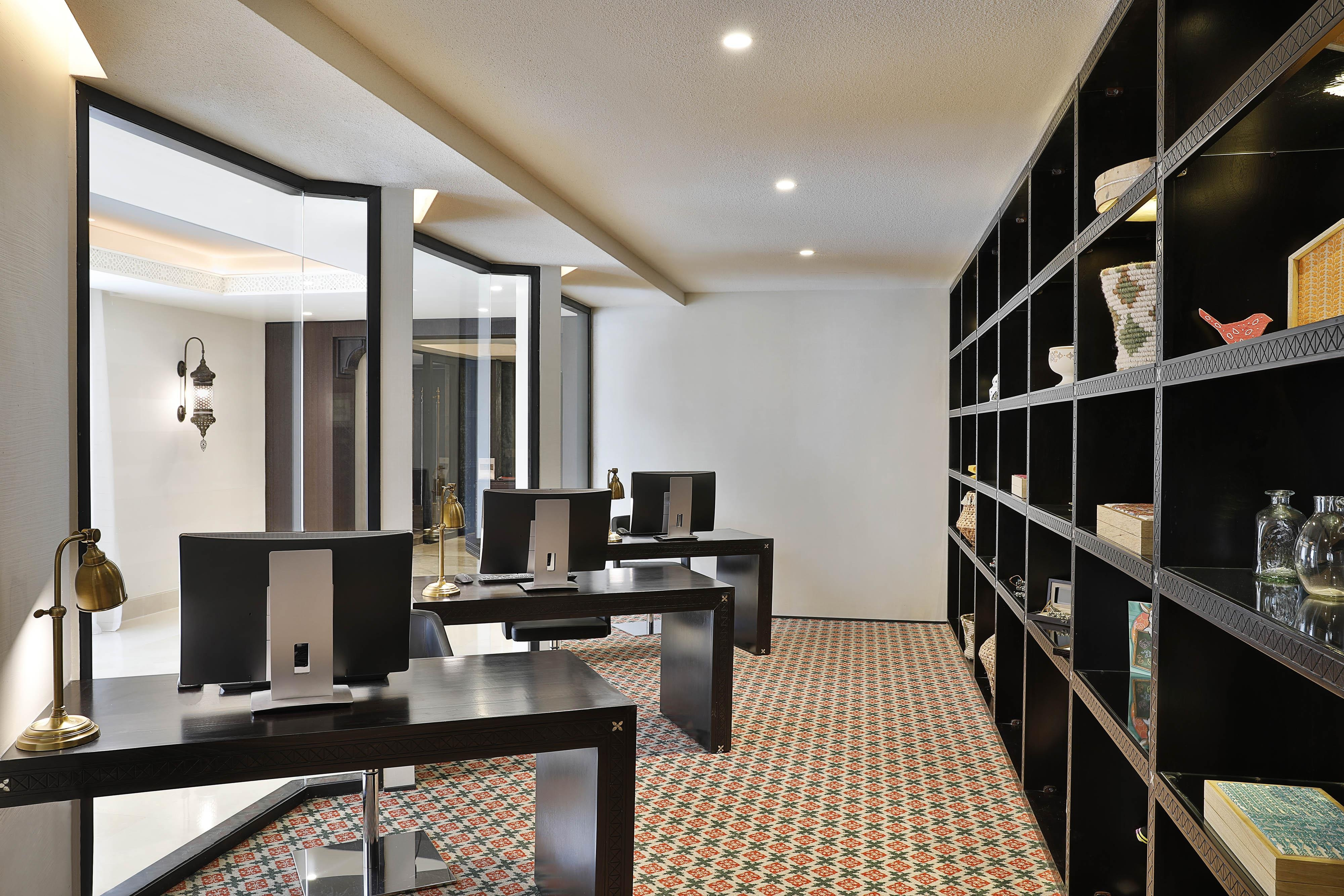 The Discovery & Business Center offers desktop workstations with internet access and photocopying and printing services.