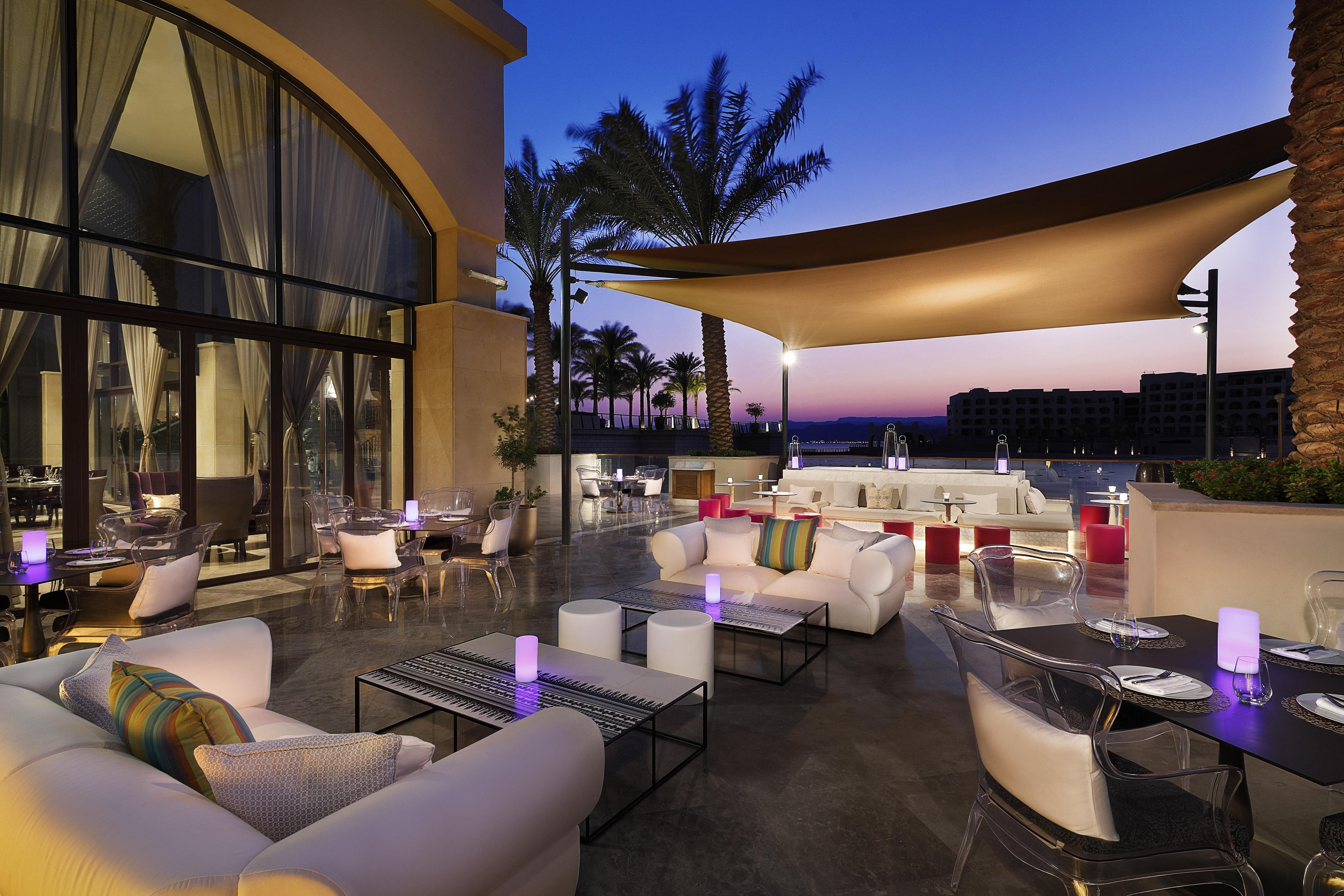 Enjoy the timeless setting and exquisite views of the lagoon at Kubba Levantin, where sophisticated cocktails and conversation flow.