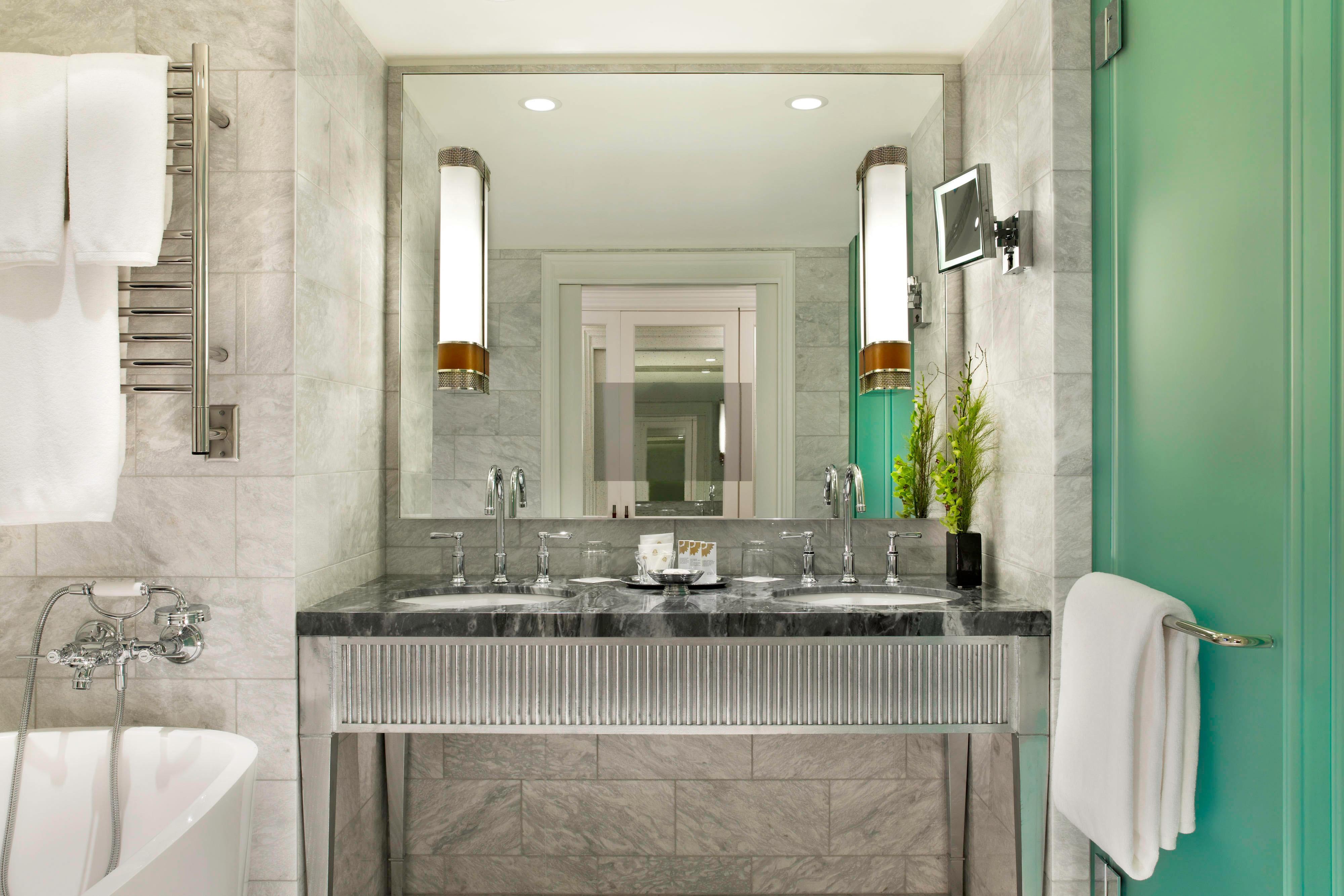 Deluxe Double Bathroom