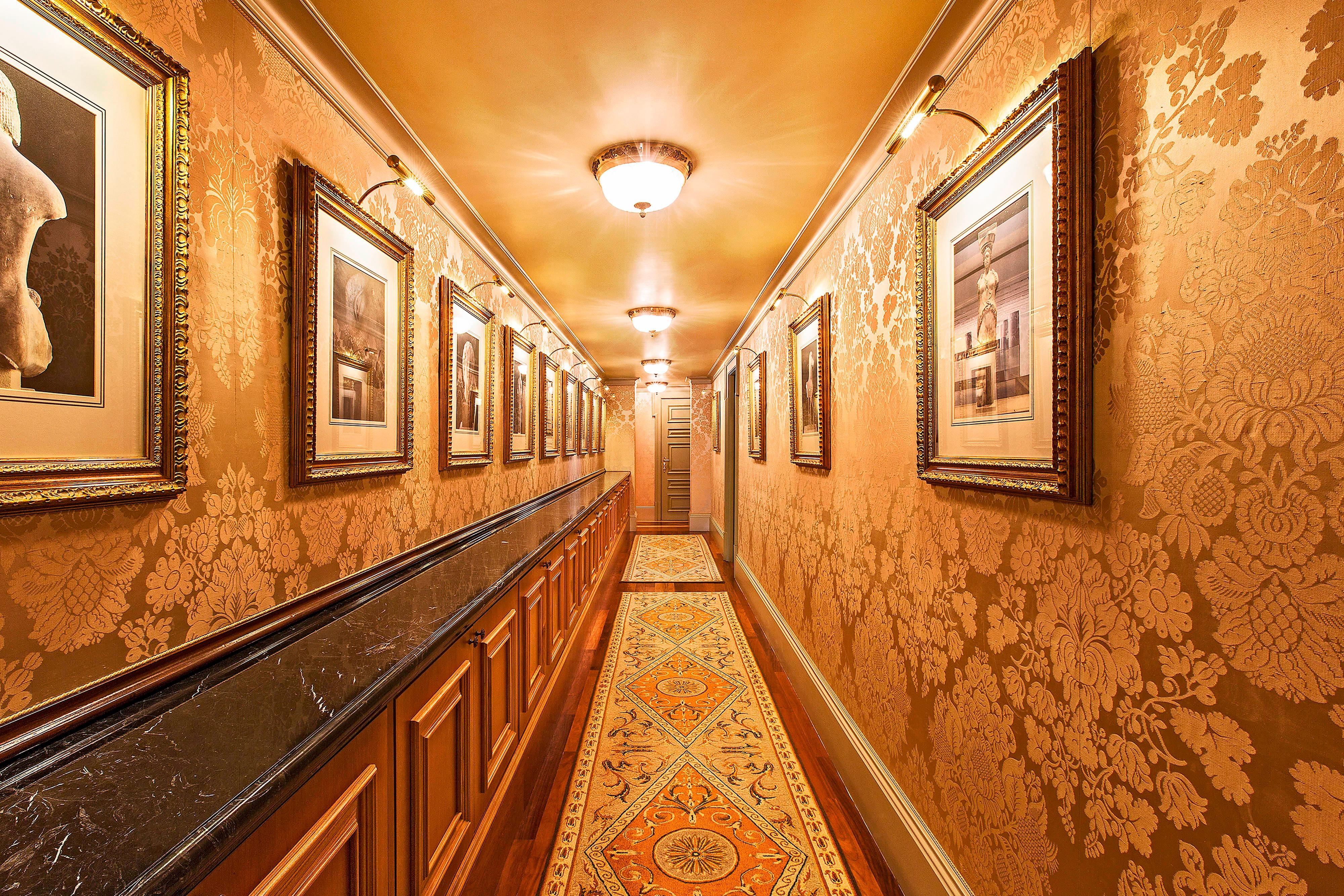 Royal Suite Corridor