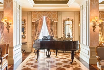Royal Suite Piano