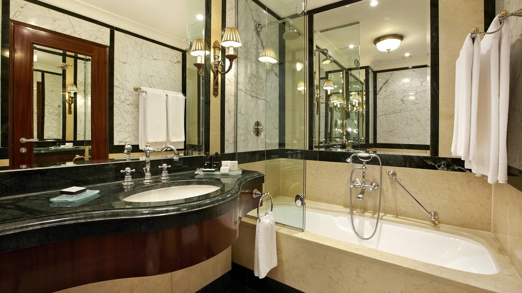 Single Vanity Bathroom with Bath